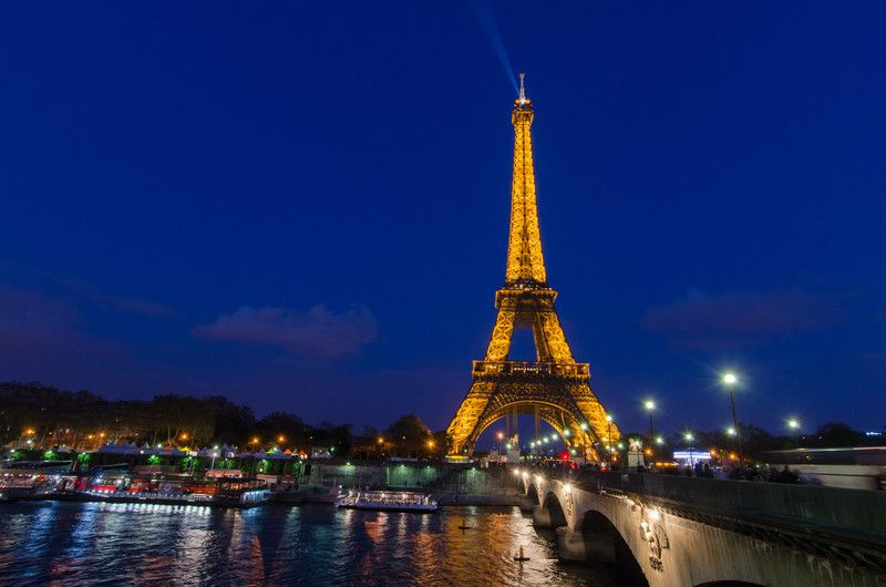 Ahorre dinero para viajar a París Francia