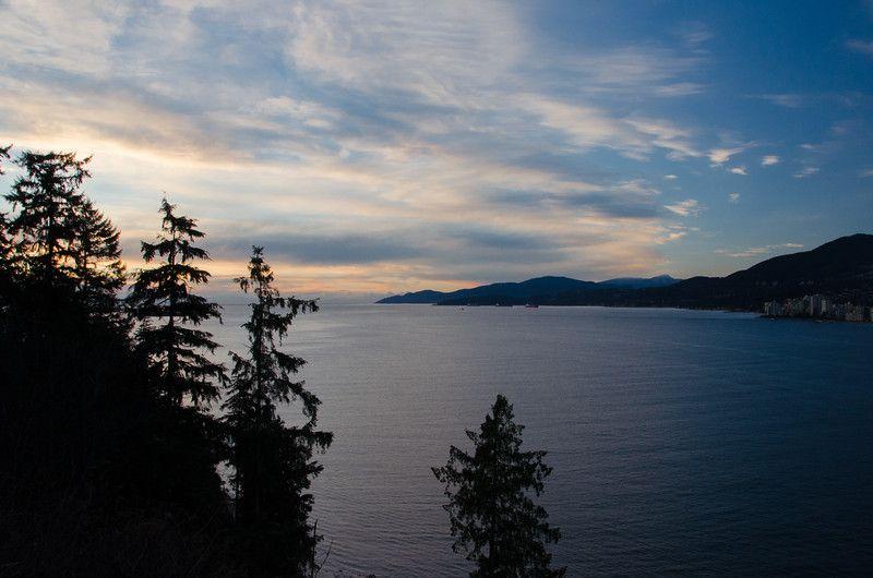 Vista del atardecer del canal desde Stanley Park, Vancouver | Qué hacer en Vancouver, BC