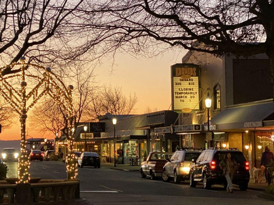 The Edmonds Theatre: una bolsa de gran tamaño llena de recuerdos de una pequeña ciudad - blog de viajes de Rick Steves