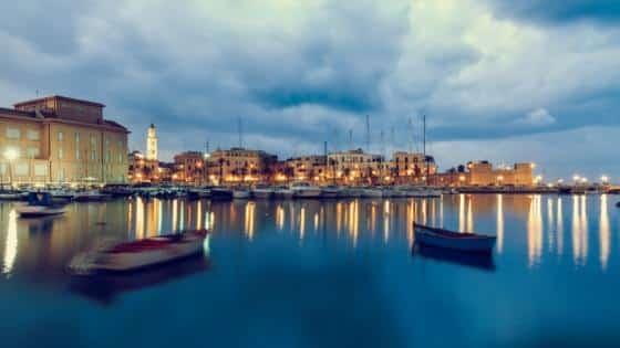 Bari-Italia_puglia-puerto-nocturno