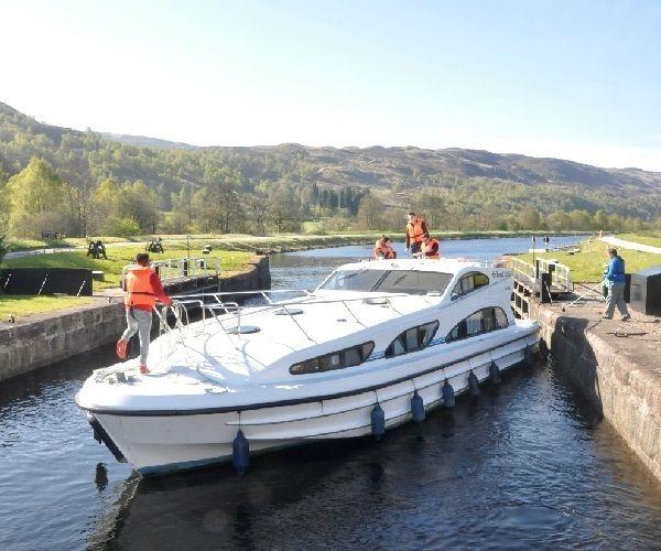 Con un Le Boat Cruiser en el Canal de Caledonia, Escocia